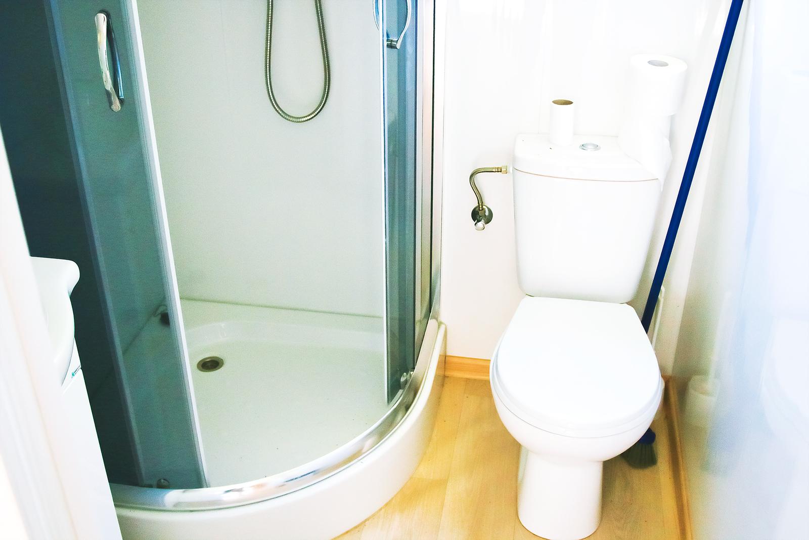 domki-nad-morzem-skandynawia-toaleta